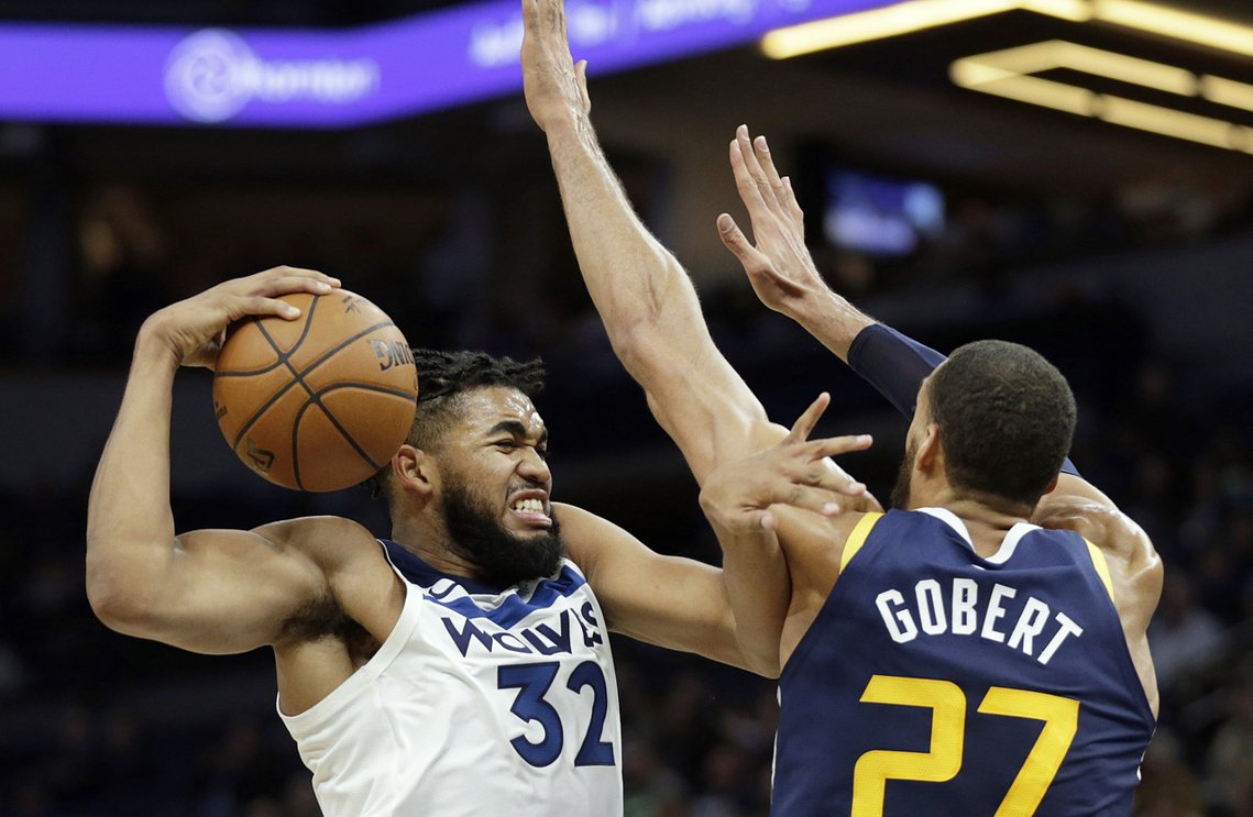 美國NBA猶他爵士隊的法籍明星中鋒——Rudy Gobert(圖右)——今晚賽前...