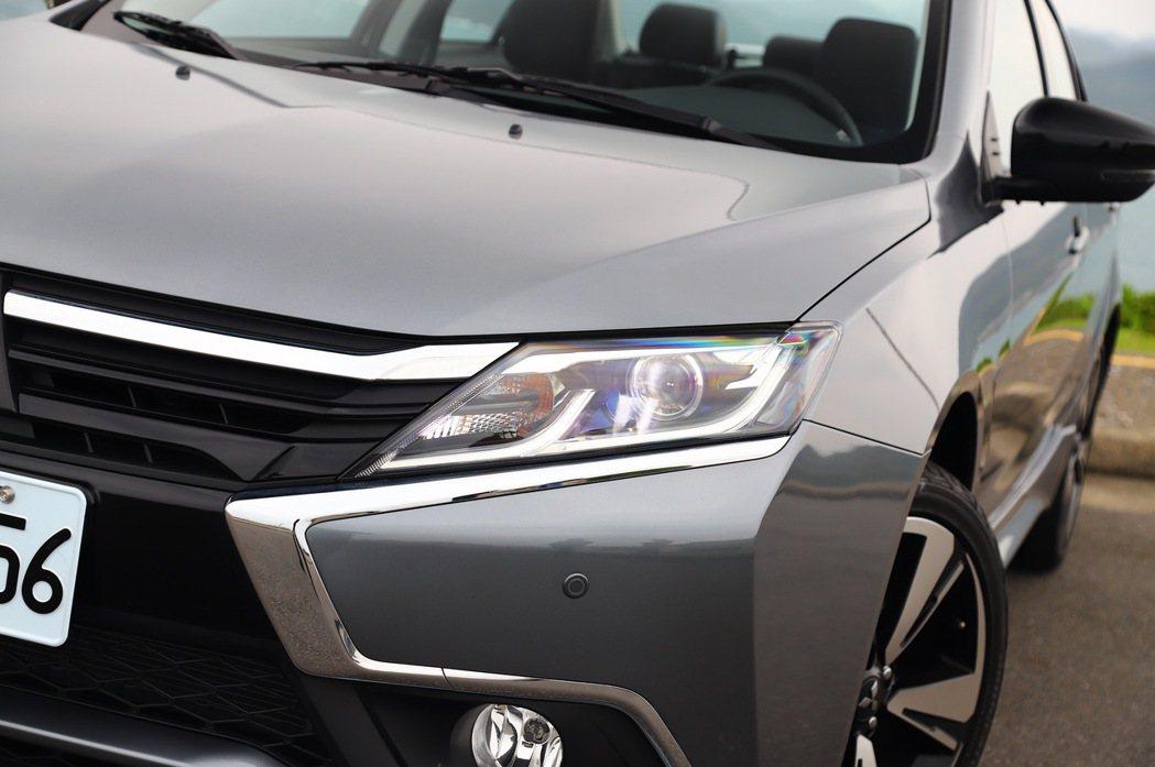 Grand Lancer配備LED頭燈組。 記者張振群/攝影