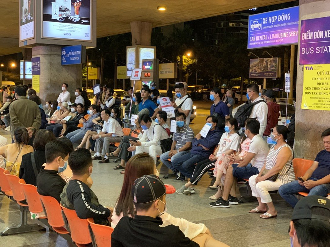 越南當地民眾,謹守政府防疫原則,幾乎人人戴上口罩。 圖/郭家佑提供