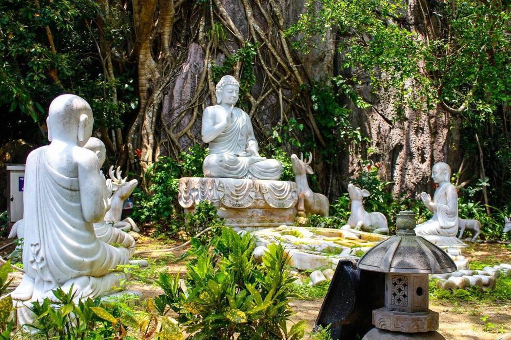 各方佛祖一起為越南祈福的意向,成為不安氣氛中穩定人心的力量。 圖/Shix Ye...