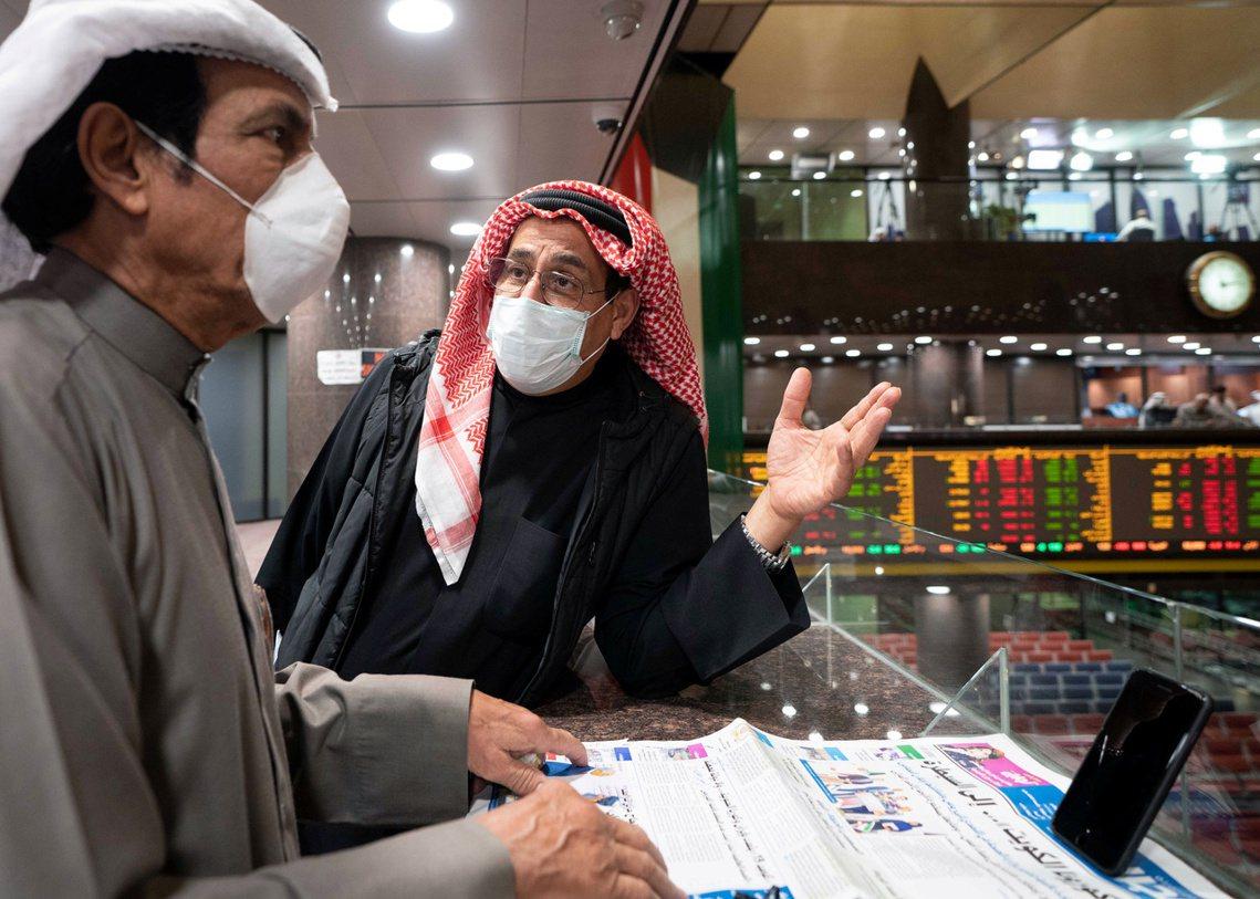 科威特證交所也跟進宣布「自3月12日開始無限期休市」。 圖/路透社