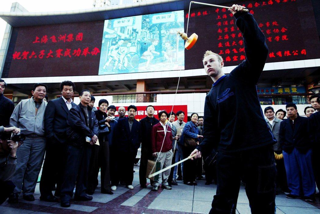「落後就要挨打」的要旨在於中國就是因為積弱不振,因此從鴉片戰爭開始連續遭到帝國主...