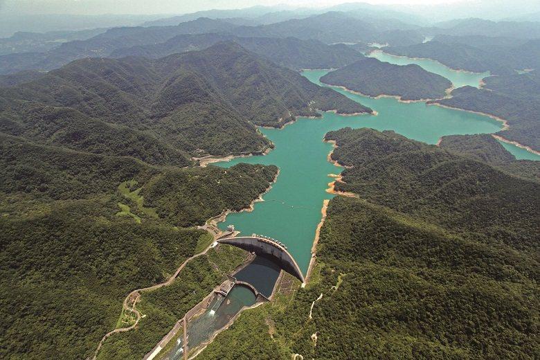 將北勢溪原水儲存於翡翠水庫上游大壩內,兼具防洪、發電及給水等多項功能。( 圖/經濟部水利署台北水源特定區管理局提供)