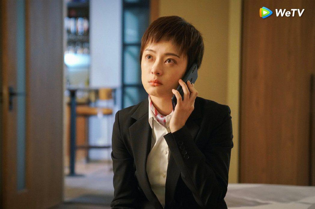 孫儷在「安家」中成長背景坎坷,髮型被網友形容如「狗啃」。圖/WeTV提供