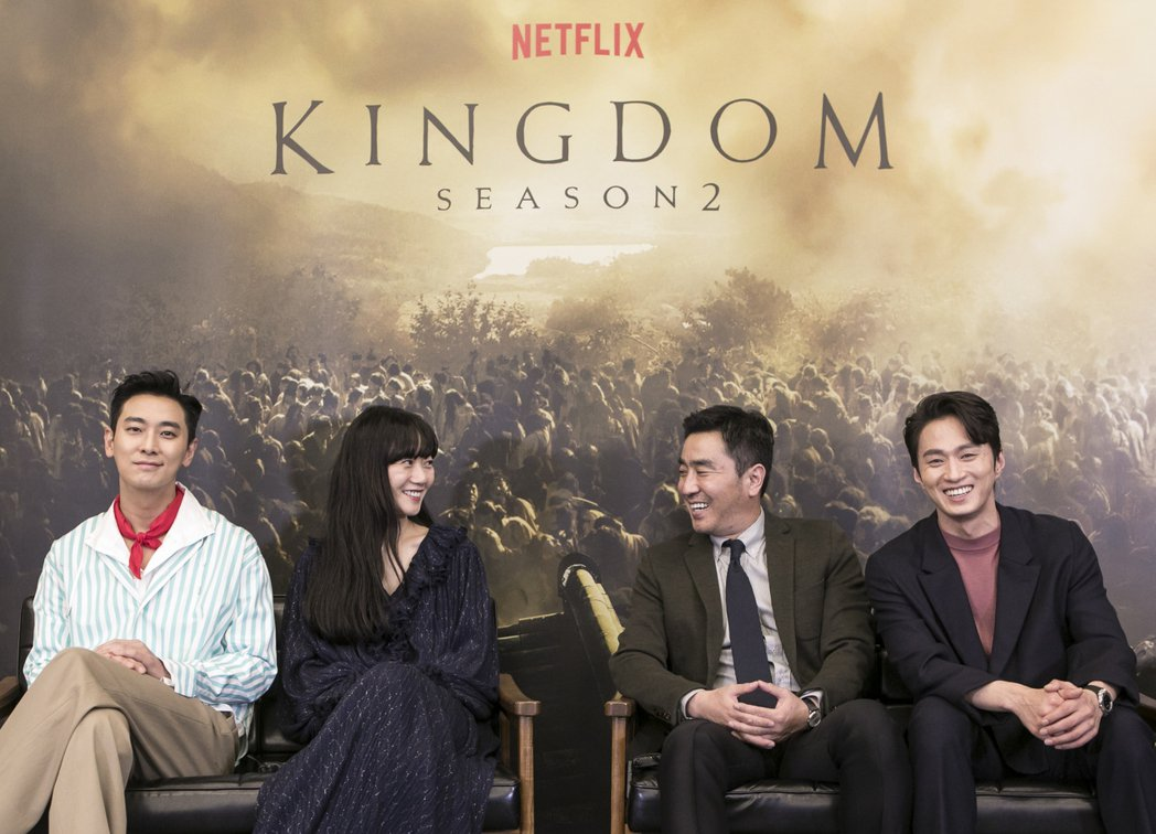 「李屍朝鮮」第二季演員群朱智勛(左起)、裴斗娜、柳承龍和金聖圭日前接受台媒線上專...