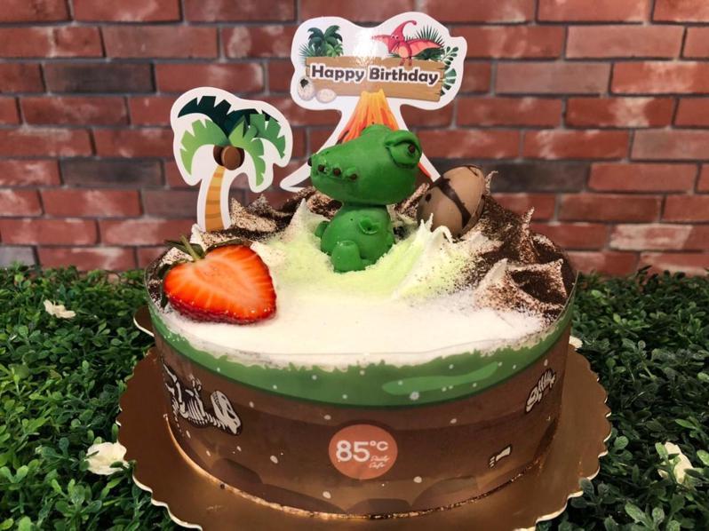 霸王龍款蛋糕搭配草莓讓整體造型豐富有趣。圖/85℃提供