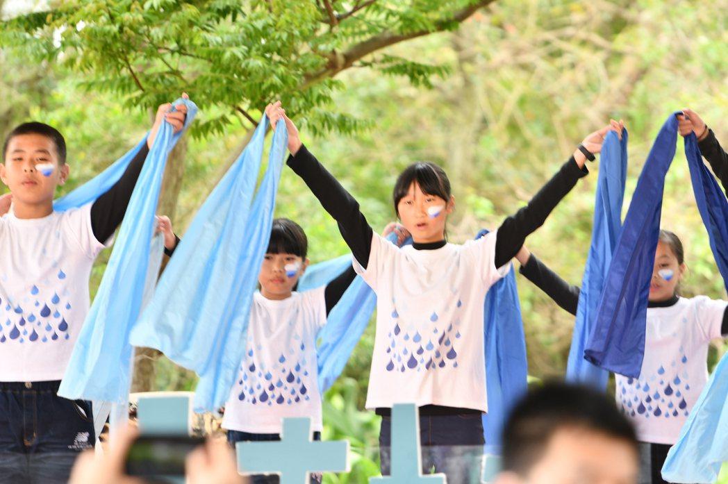 大楊國小歌謠隊表演。圖/林務局提供