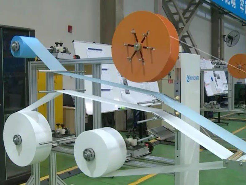大陸用航空數位技術製全自動口罩機,1分鐘能產100個。圖/影片截圖