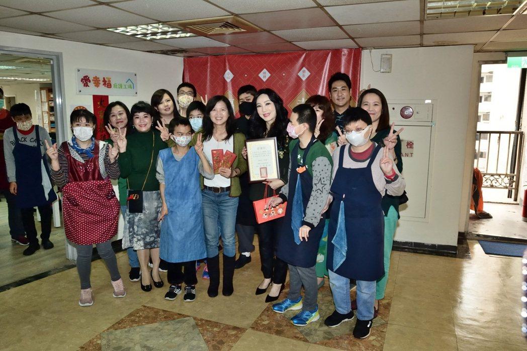 沈嶸捐出10萬善款。圖/水舞演藝提供