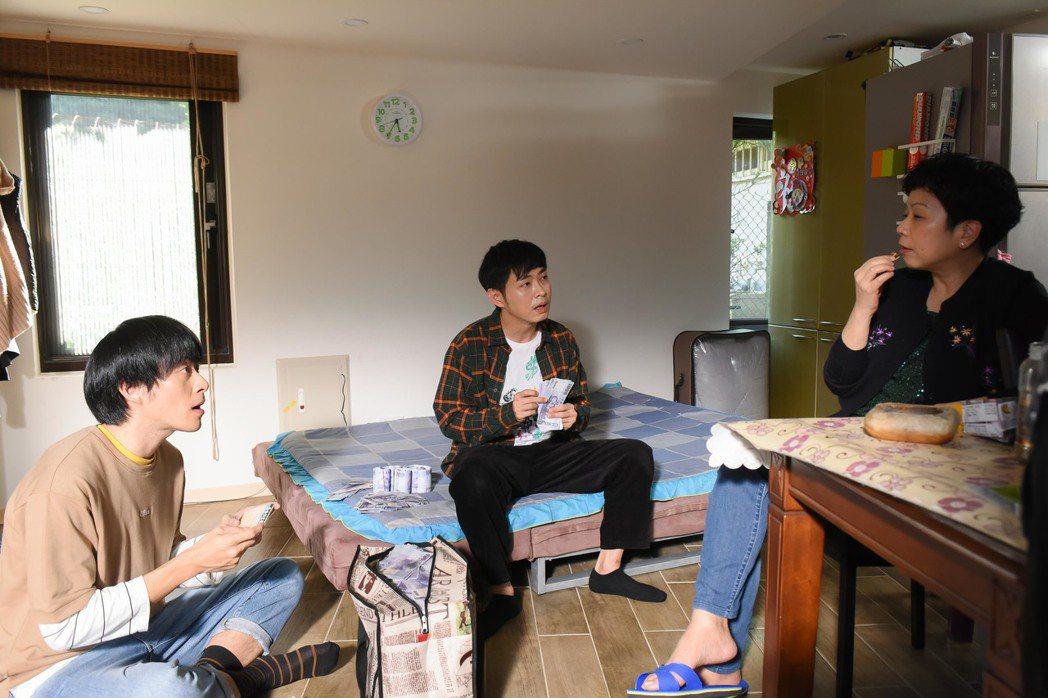 王為(左起)、邱逸峰、陳幼芳演出「男盜女很賊」。圖/緯來電影台提供