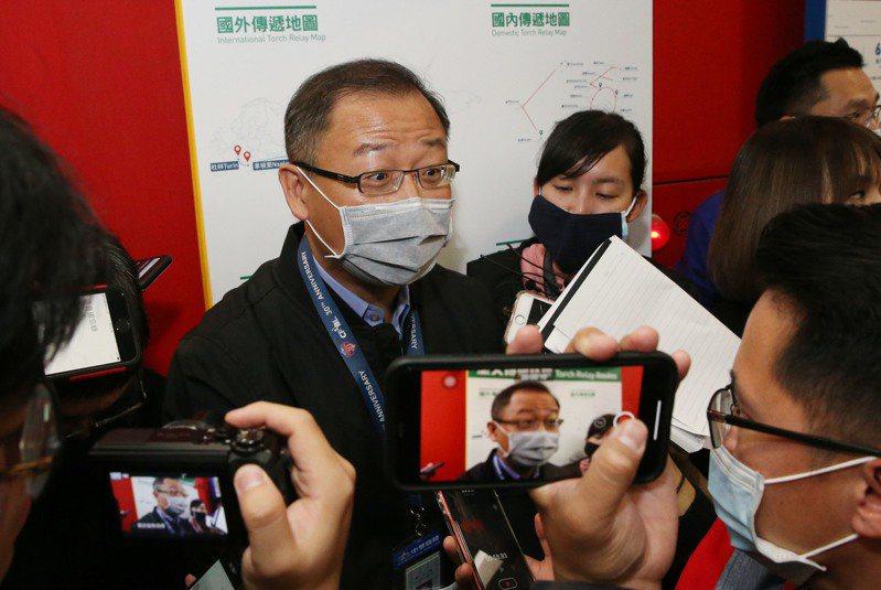 中華職棒吳志揚(中)昨召開防疫應變會議後,確定新球季將二度延賽到4月11日開打。記者林俊良/攝影