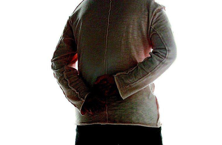 在家當沙發馬鈴薯,小心引發下背痛。圖為示意圖。 圖/聯合報系資料照片