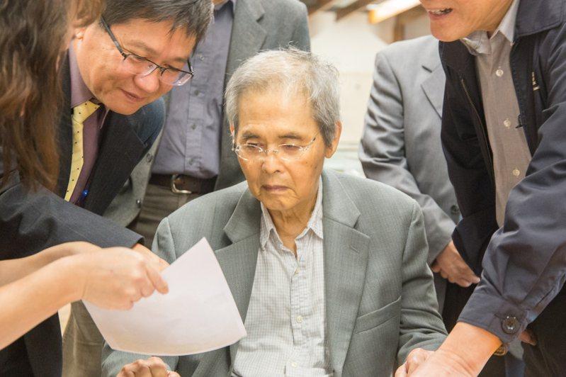 詩人楊牧晚年選擇回歸故鄉花蓮,是東華大學創校階段最重要的教授,還曾出馬競選東華大學校長。圖/中央社