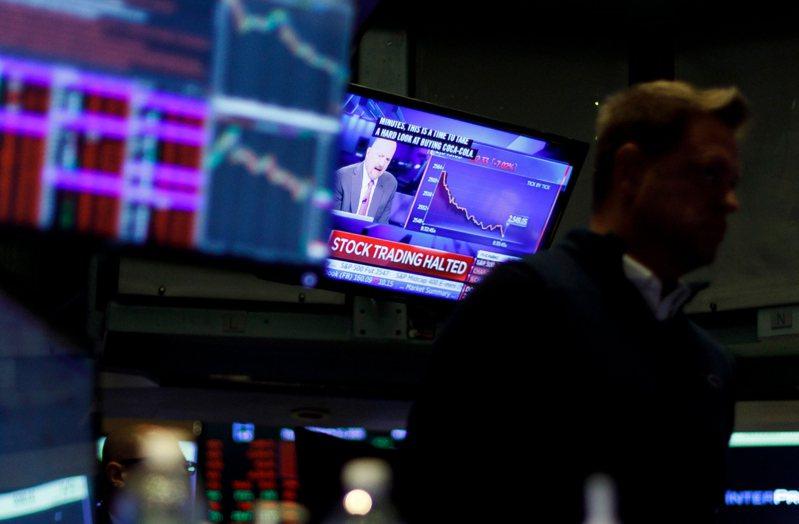 由於新冠肺炎疫情造成的經濟衝擊加大,美股12日開盤繼續重挫。 歐新社