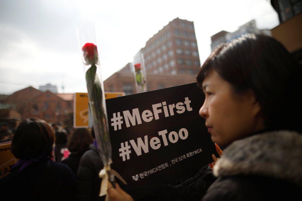 在2018年國際婦女節參與#MeToo運動遊行的首爾民眾。 圖/路透社