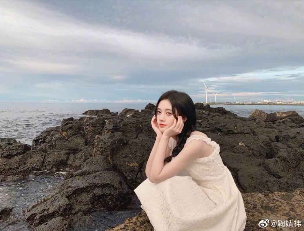 鞠婧禕不時在網上分享美照,身材纖瘦仙氣十足。(鞠婧禕微博)