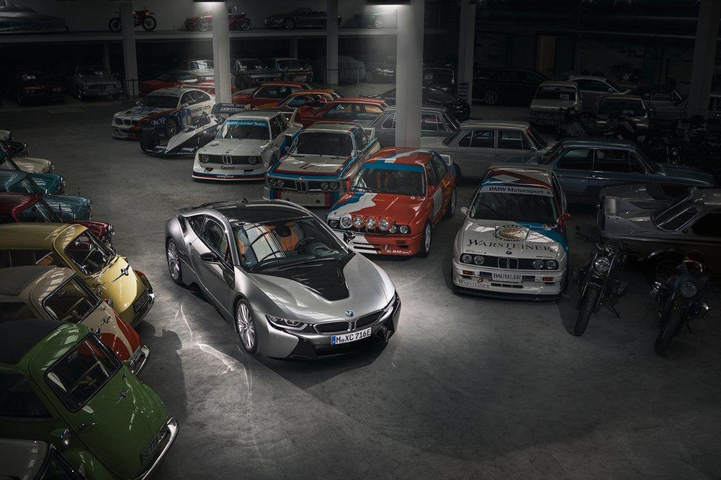 BMW i8是品牌也是整個BMW集團第一款量產化的插電式油電混合動力車。 摘自B...