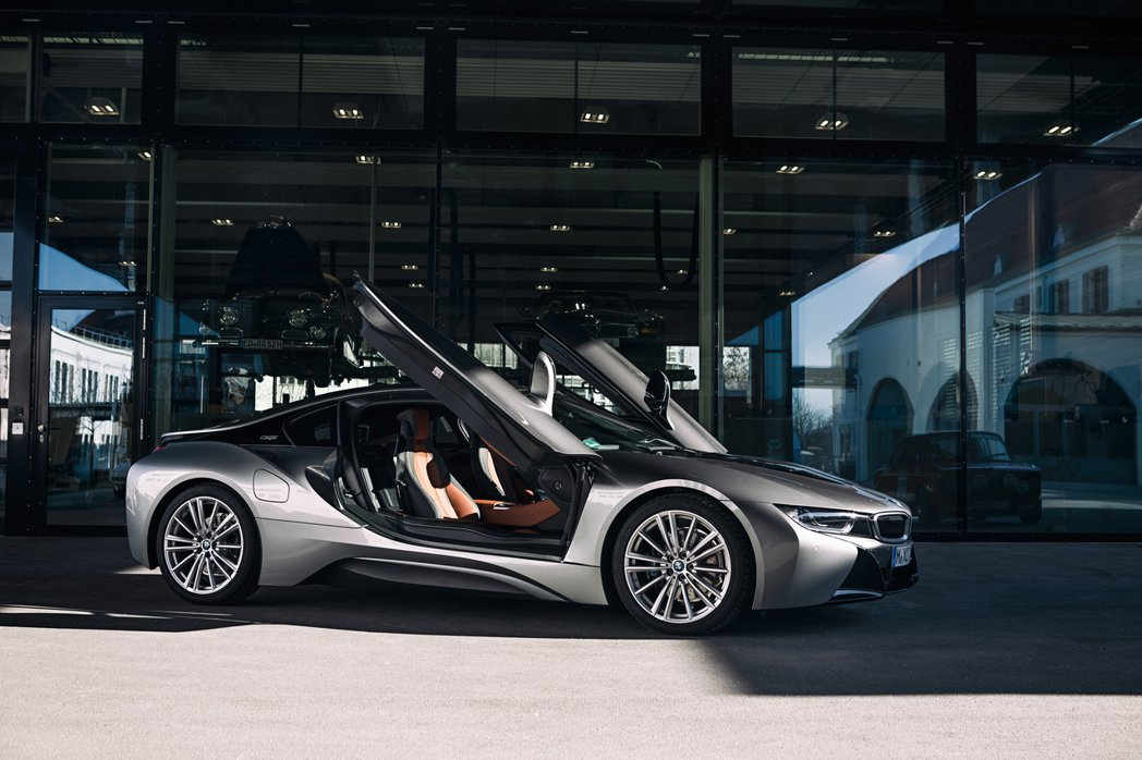 歐翼車門是BMW i8的特色之一。 摘自BMW