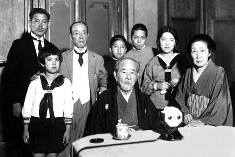 澀澤榮一與其子孫,攝於1931年。 圖/維基共享