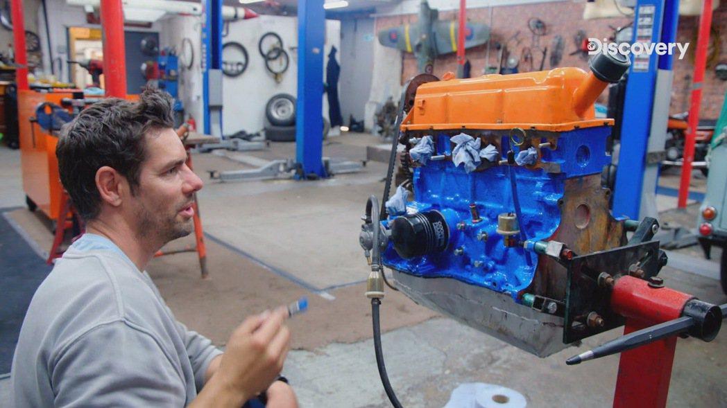 低價購入的賽車引擎,希望經過前F1技師艾維斯大肆整修換色後,轉售獲得高額利潤。 ...
