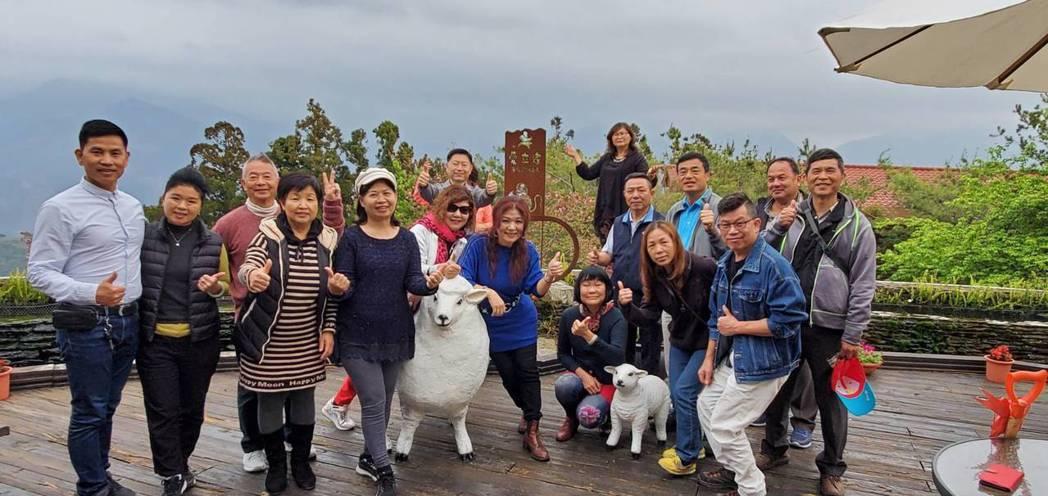 清境農場具特色的主題民宿和餐廳,讓清境充滿了異國風情的浪漫,青青草原的綿羊秀,有...