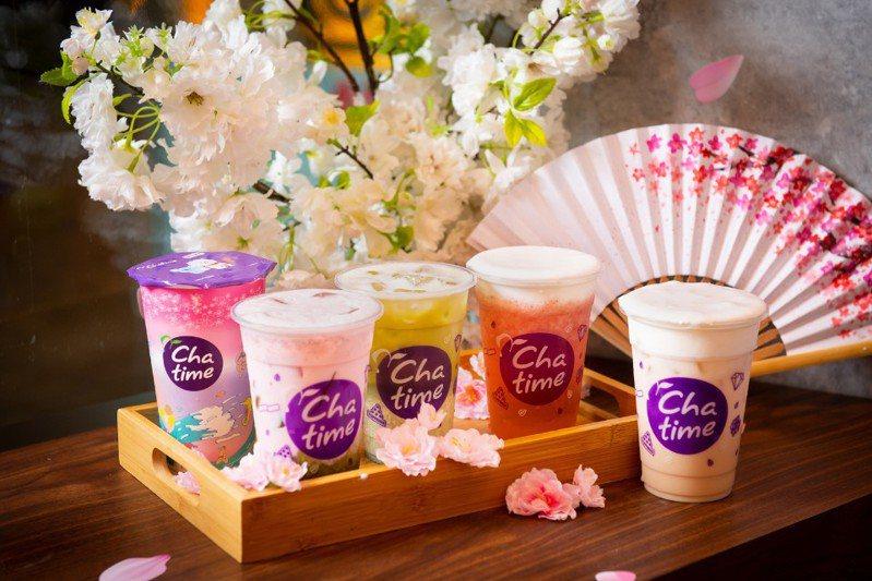 日出茶太推出4款春季新品,(左起)東京櫻花限量杯、抹茶美莓、又見一抹櫻、朵朵莓好、京都春櫻。(圖片提供/日出茶太)