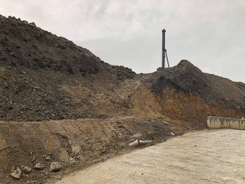 圖為為基隆市某工地現場堆置土方照片。圖/基隆地檢署提供