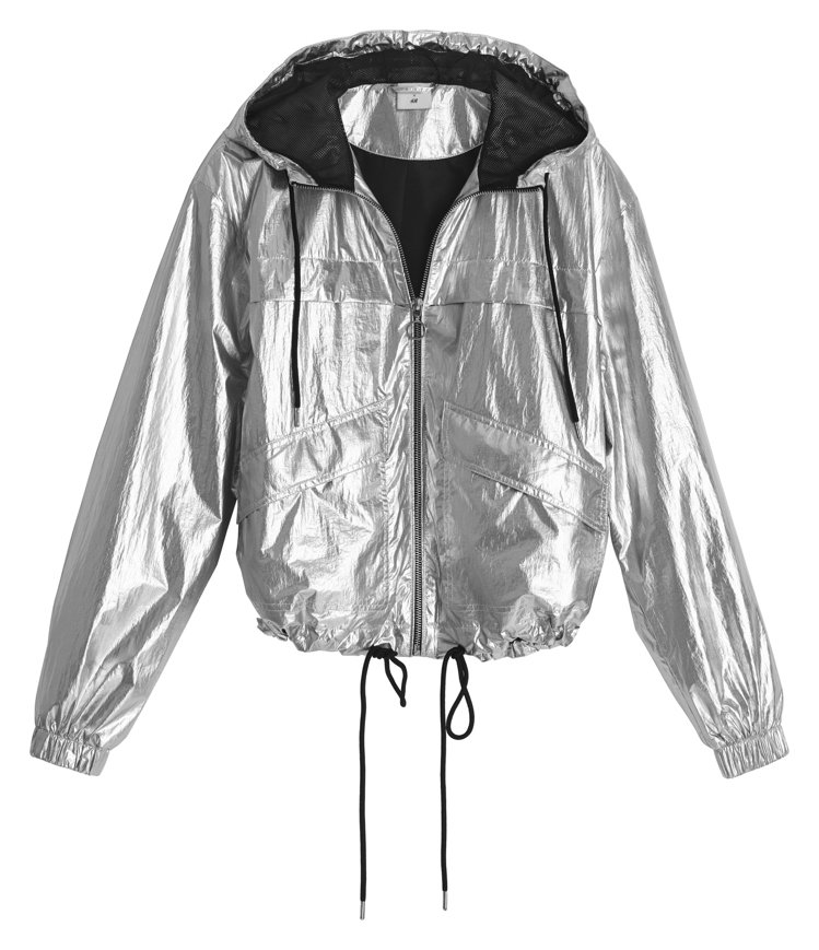 H&M的Justine Skye聯名系列銀色外套999元。圖/H&...