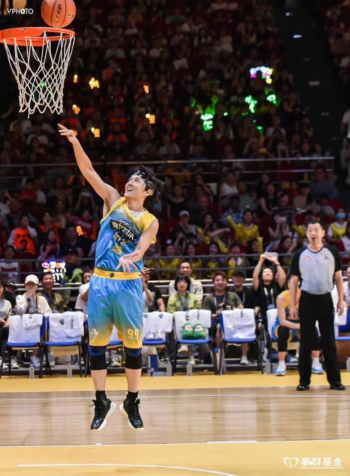 吳克群熱愛籃球,曾受邀參加公益籃球賽。圖/摘自臉書