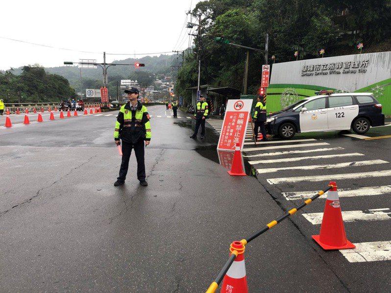 基隆南榮公墓清明8天管制車輛進出,免費接駁公車也8天。記者游明煌/翻攝
