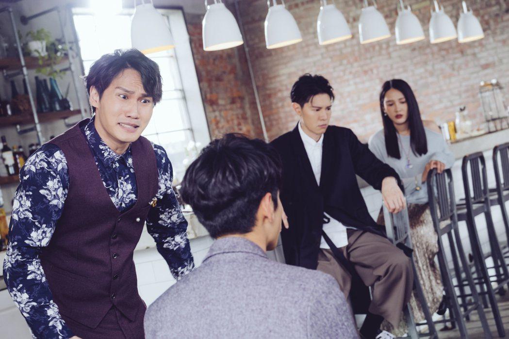 周定緯(左一)在劇中的職責就是守護老闆宋柏緯(左二)。圖/歐銻銻娛樂提供