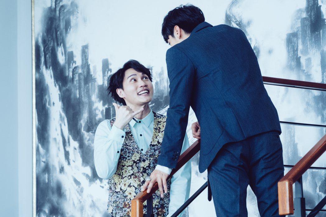 周定緯(左)在劇中飾演宋柏緯(右)的秘書。圖/歐銻銻娛樂提供