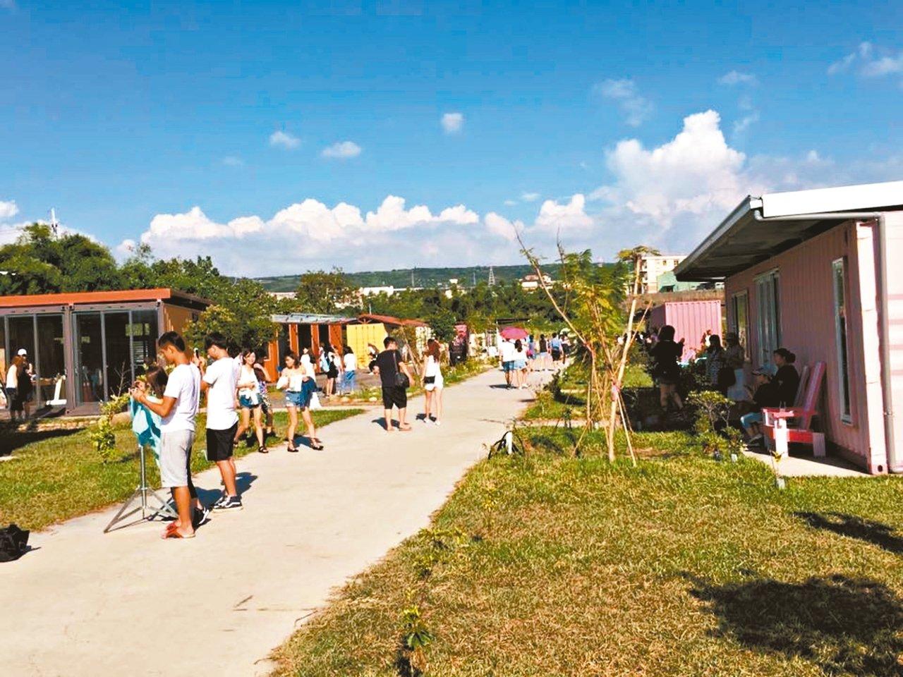 馬卡龍色貨櫃小屋成為網美拍照熱門景點。 圖╱好好聚落提供