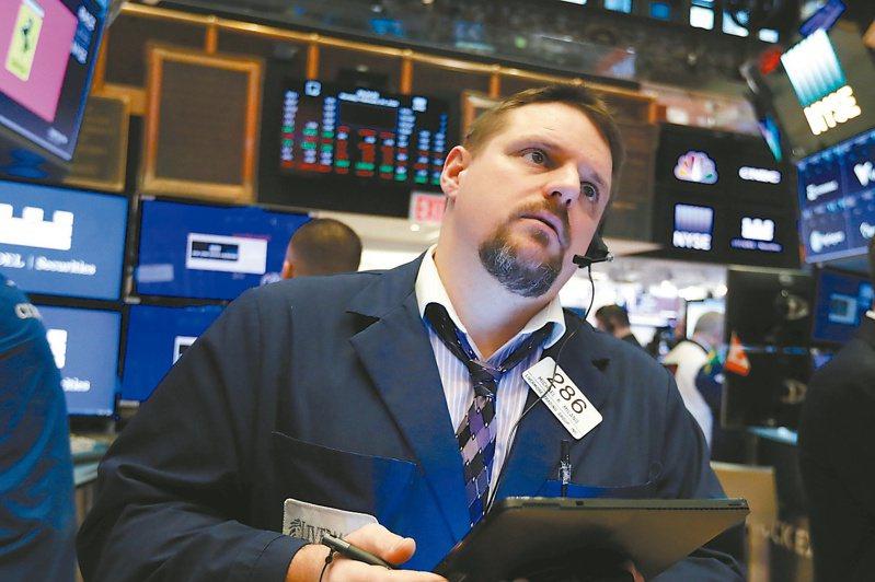 美股道瓊指數12日重挫逾2000點,象徵美股自金融危機以來首次轉為熊市。 美聯社