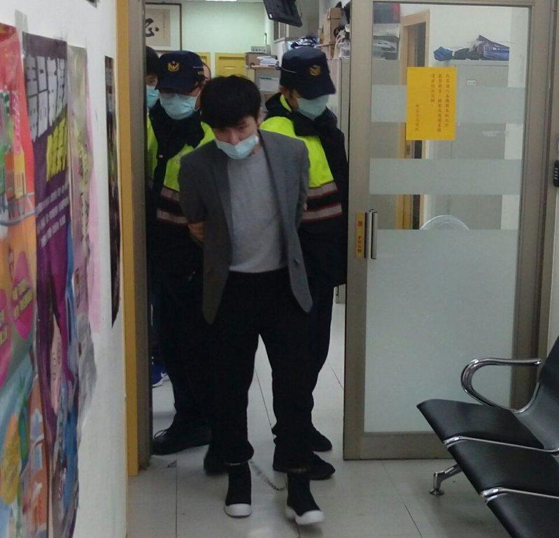 王男上月13日在新北市新店區持刀刺死林姓機車騎士,他稱自己有精神疾病,沒有殺人犯意,「殺人只是下意識的動作」。聯合報系資料照片/記者王長鼎攝影