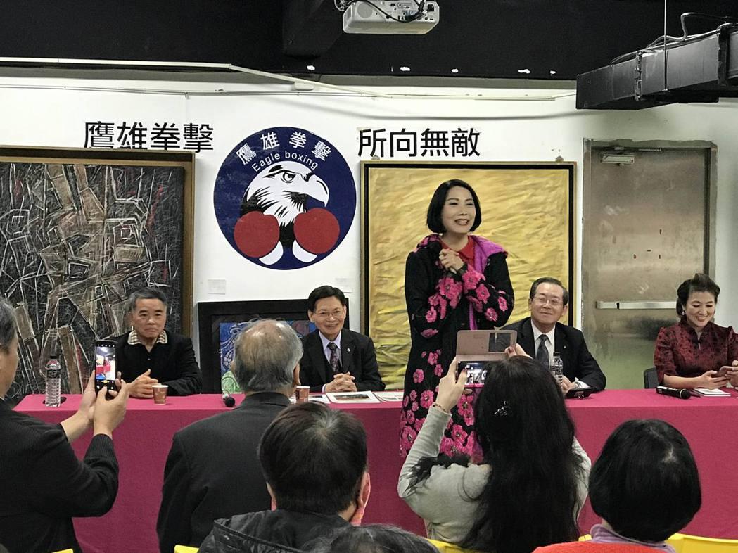 中國小姐凌蕙蕙致詞表達感謝,現場也展出許多她的繪畫作品。項家麟/攝影