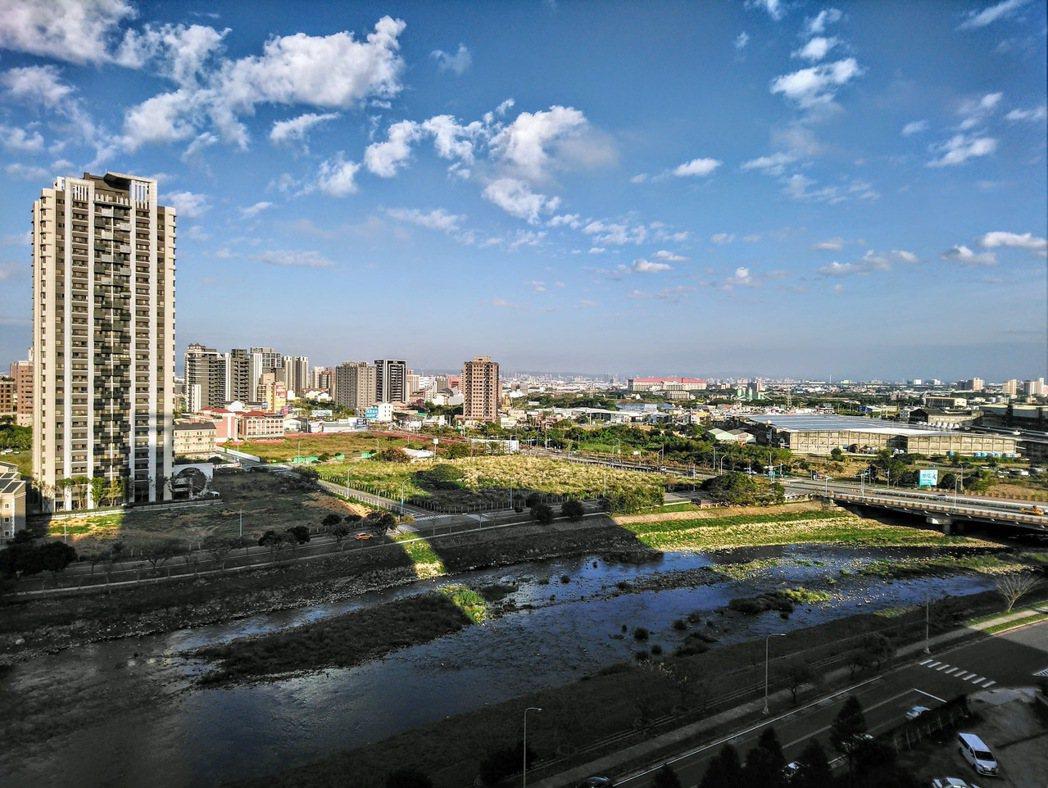 青埔高鐵特區房市走過低潮,現在又成當紅炸子雞。圖/台灣房屋提供