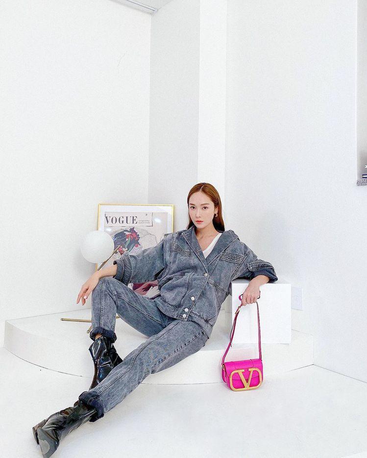 Jessica的焦糖髮色,顯白外又霸氣。圖/摘自IG