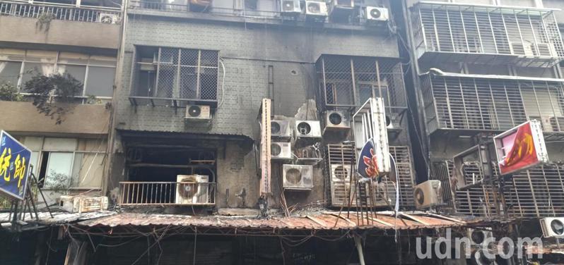 台北市華西街巷弄一棟公寓今晨發生火警,釀5死1命危。台北地檢署獲報後,今晚已派出主任檢察官、外勤檢察官前往現場勘驗,並安排遺體相驗事宜。記者廖炳棋/攝影