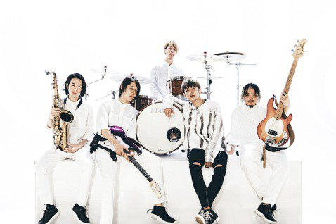 鼓鼓(呂思緯)以跟日本男團Lead合作的「超展開」在日出道,選在白色情人節釋出中文版MV,當成送給粉絲的禮物,同步還推出自製節目「Fri9Night」,透過音樂、舞蹈和歌迷在網上互相交流。新冠肺炎疫...
