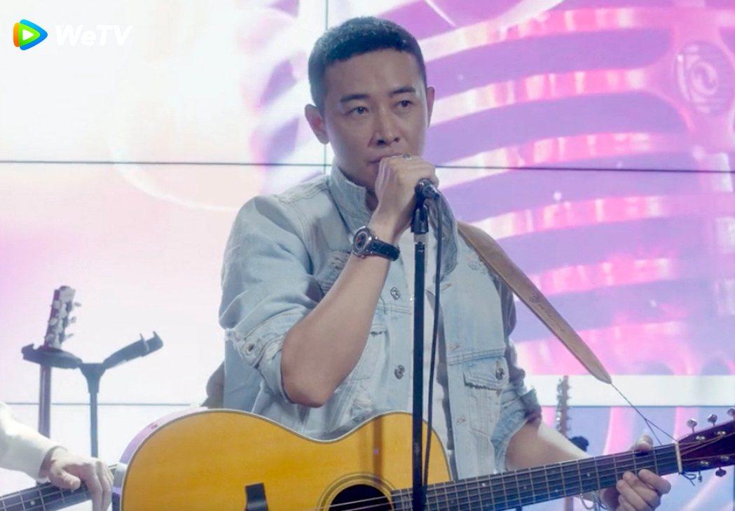 羅晉在「安家」戲中深情獻唱表白。圖/WeTV提供