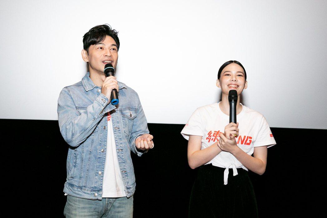 阿KEN、紀培慧勤跑「練愛iNG」映後座談活動,還幫影迷求婚。圖/藝起娛樂提供