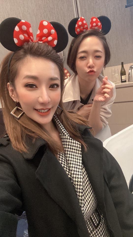 羅巧倫(左)和姊姊何依霈各自為演藝事業打拚。圖/翻攝臉書