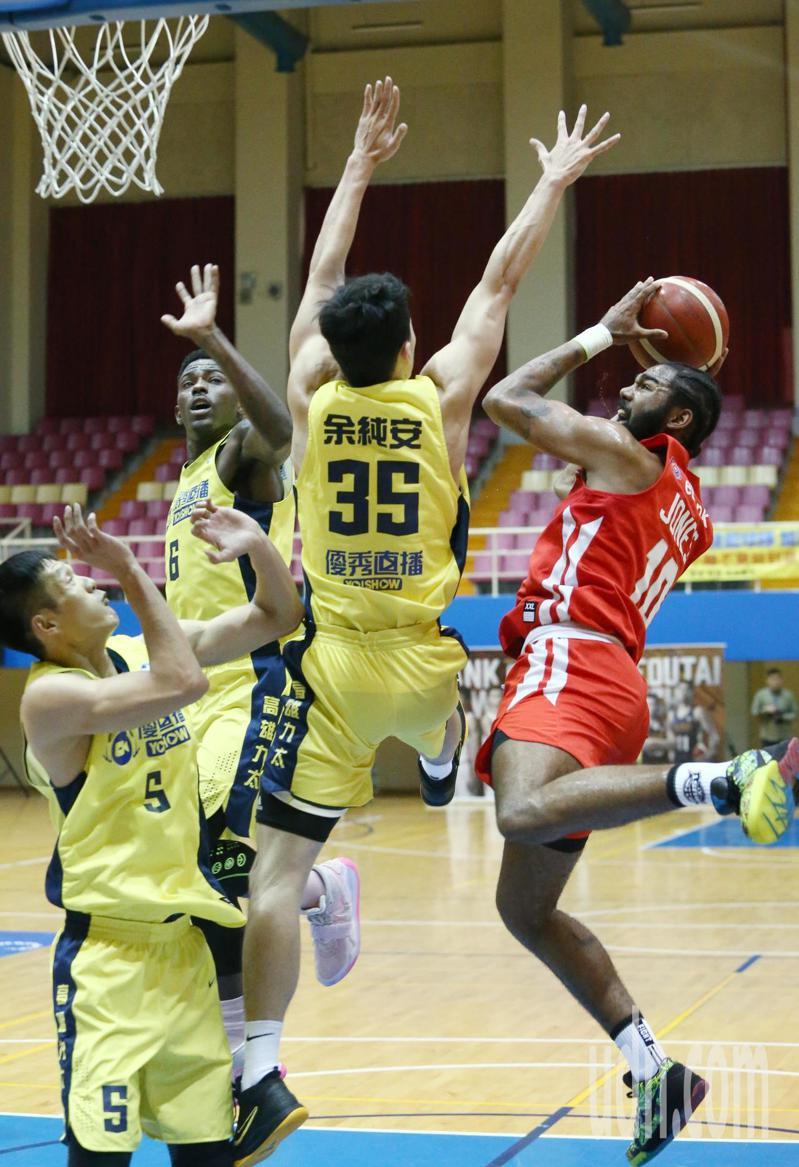 台灣運彩今日首度提供超級籃球聯賽(SBL)例行賽的單場及場中投注 聯合報系資料照。