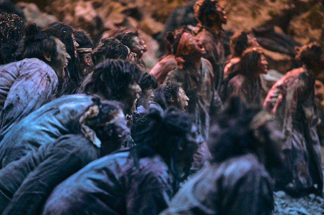 喪屍在第二季更加兇猛。圖/Netflix提供
