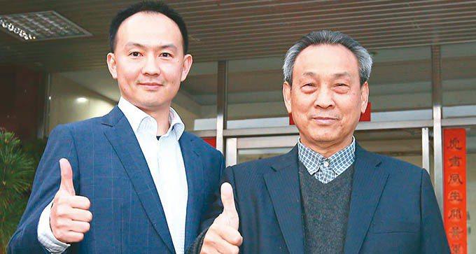 虎山實業董事長陳春協(右)與總經理陳映志父子