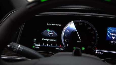 自動駕駛絕非行車萬靈丹 IIHS提出使用安全建議