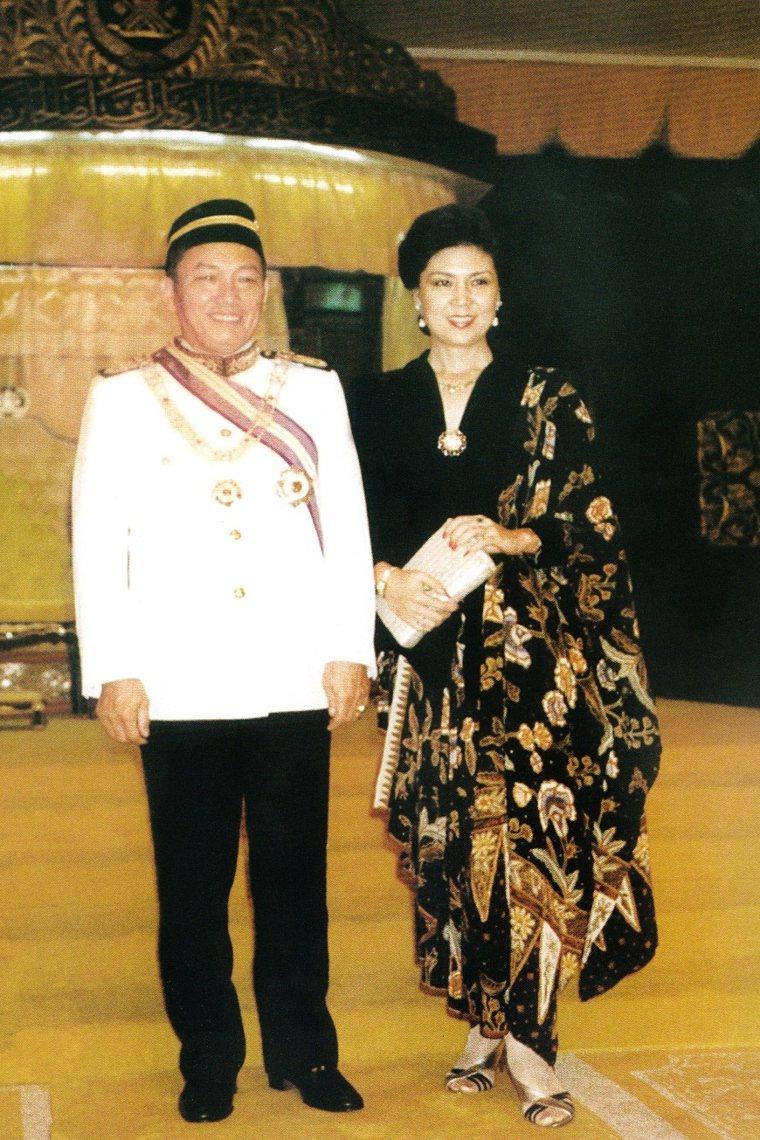 1990年馬來西亞丁加奴州蘇丹王頒贈象徵皇室最高榮譽的DATO' Seri「高級...