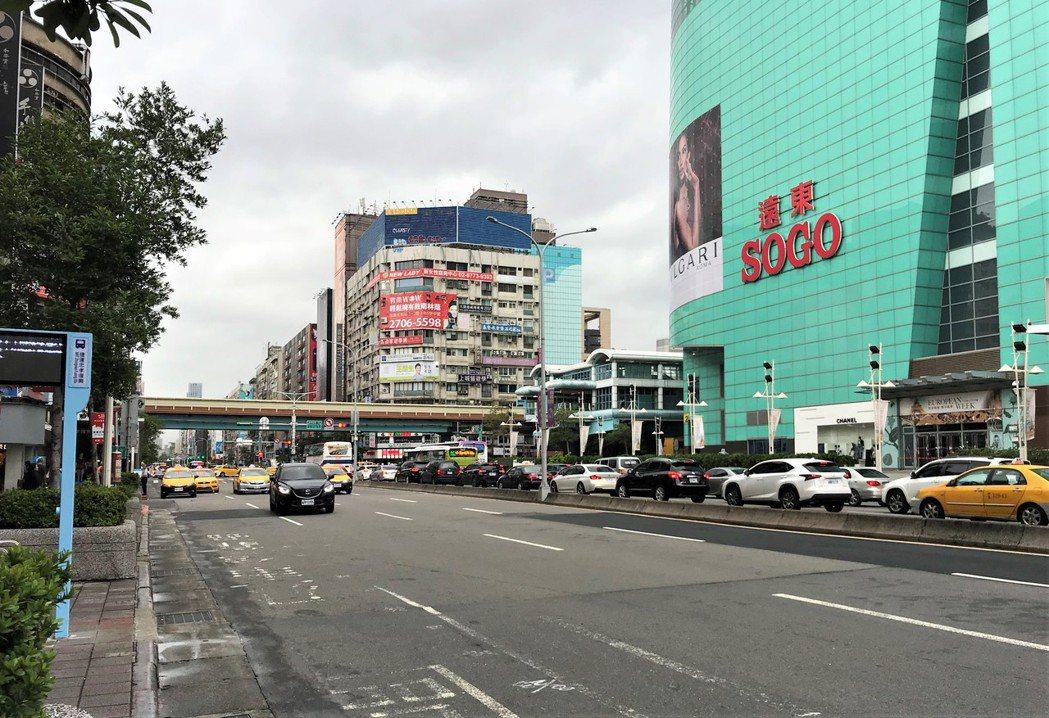 北市東區去年12月也有兩間店面接連賠售。記者游智文/攝影