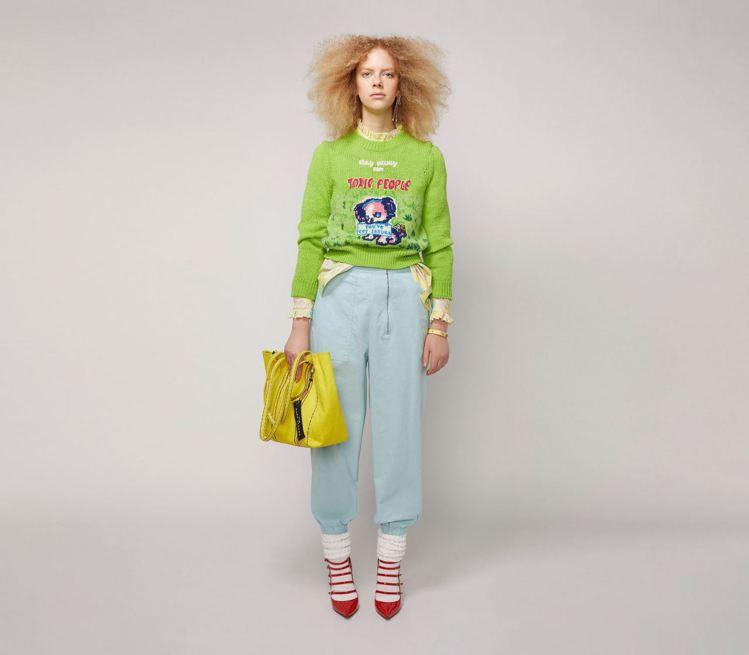 The Marc Jacobs今年與英國畫家Magda Archer合作推出無論...